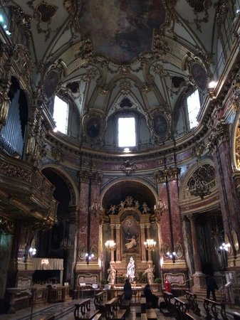 Santuario Basilica La Consolata: Nef