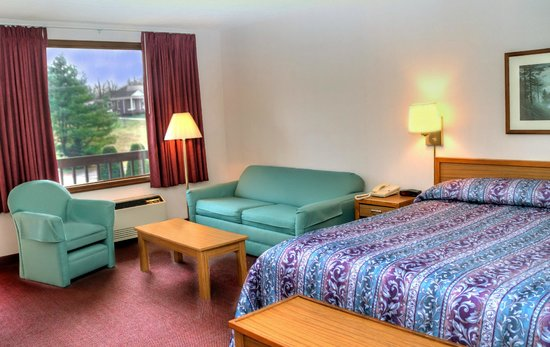 Highland Manor Inn & Conference Center: King Room with Sofa Sleeper