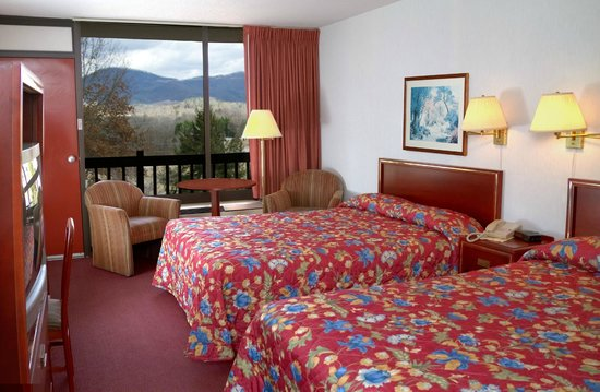 Highland Manor Inn & Conference Center: Two Queen beds with Balcony
