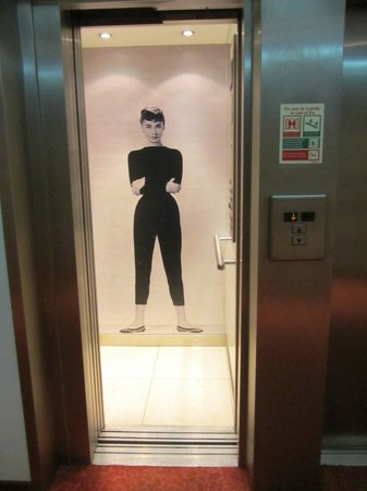 Hotel Florida: Лифт