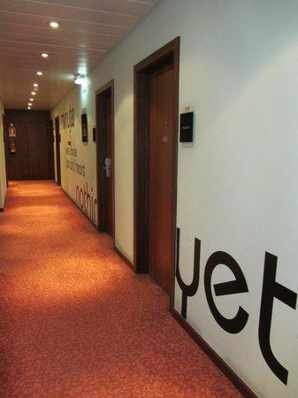 Hotel Florida: коридор