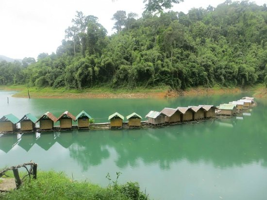 Khao Sok Green Mountain View: Floating huts on Chiaw Lan Lake