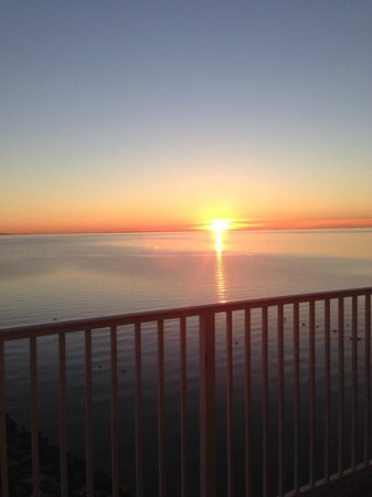 Chesapeake Beach Resort and Spa : Sunrise from our room.