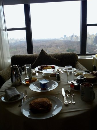 Park Lane Hotel: Breakfast room service and our view of Central Park.