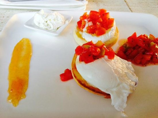 Di Ghent Cafe: Poached eggs with goat cheese and confit tomato