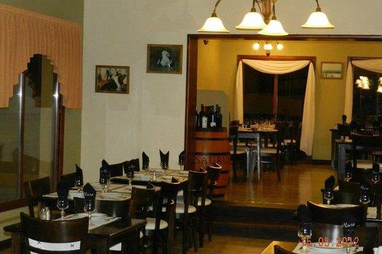 Naos Restaurant: salón