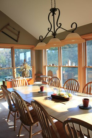 Airy Hill Farm B&B: beautiful dining area