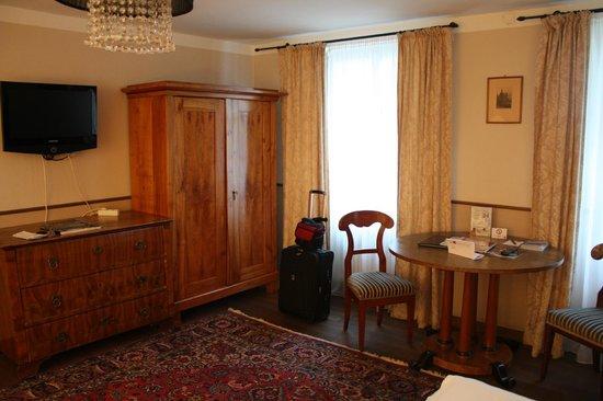 Altstadthotel Kasererbraeu: Part of the main bedroom.  Quaint and cozy.
