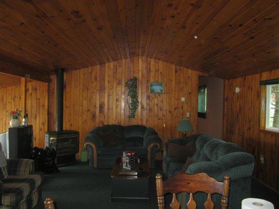 Lang Lake Resort : Cabin 5 main room