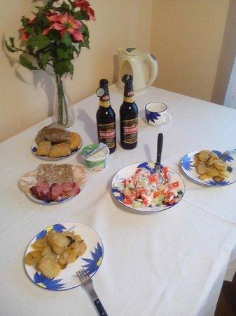 Residence Casa Italia: накрыли себе стол в апартаментах