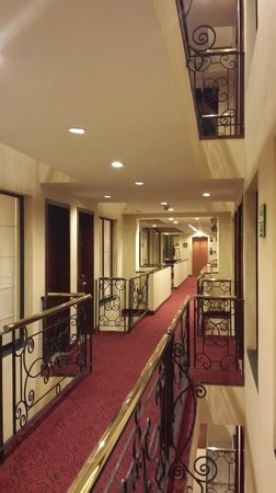 Hotel Estelar Windsor House: Pasillos 4 piso