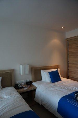 Holiday Inn Phuket Mai Khao Beach Resort: double twin room