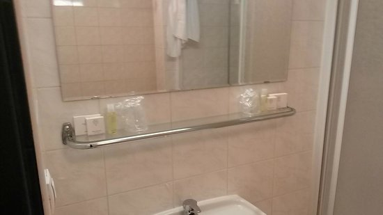 Hotel Theresia: Bathroom