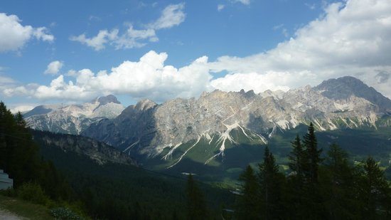 Hotel Milton : View of mountains from Cortina