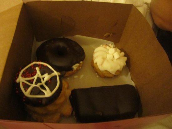 Voodoo Doughnut: so many choices!