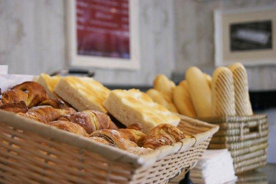 Di Marco Caffe: Fresh Italian breads