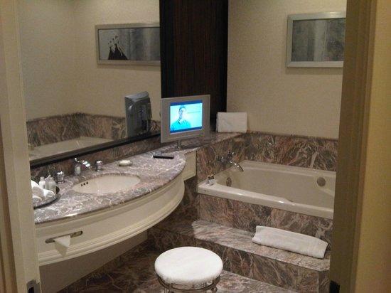 Hotel Foyer Bain Tourbillon Quebec : Bain tourbillon et télévision picture of loews hotel