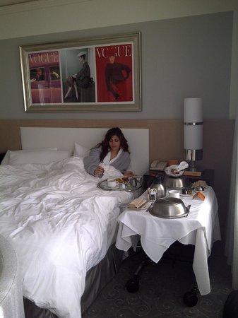 Loews Hotel Vogue: Déjeuner au lit