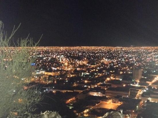 Cerro de la Campana: cero de la campana (night)