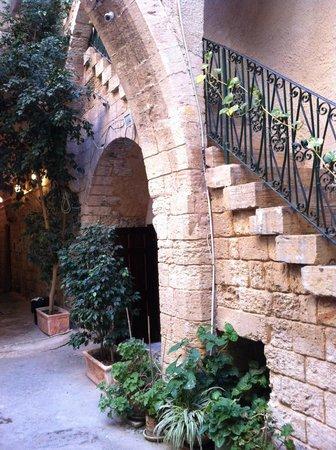 Fauzi Azar Inn by Abraham Hostels : Inside main building-stairs to reception