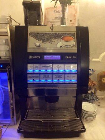 Hotel Best Roma : Coffee machine.