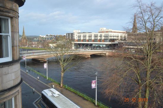 Best Western Inverness Palace Hotel & Spa: View from room 20, 2nd floor - overlooking the river and bridge