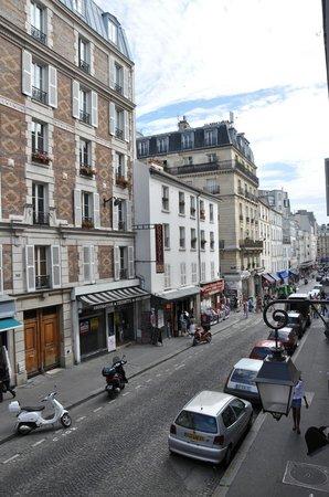 Adagio Paris Montmartre: Вид из апартаментов