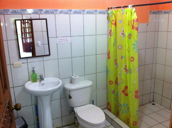 Martina's Place Hostel: Toilette