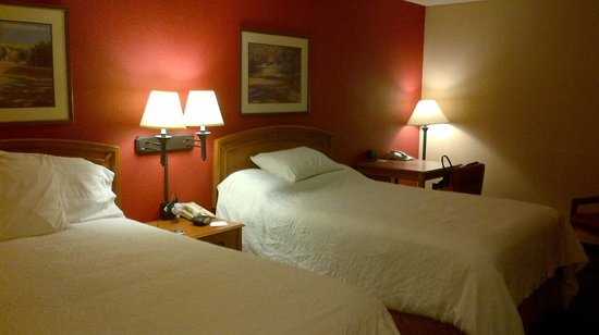 Meadowlands River Inn : Lovely big rooms.