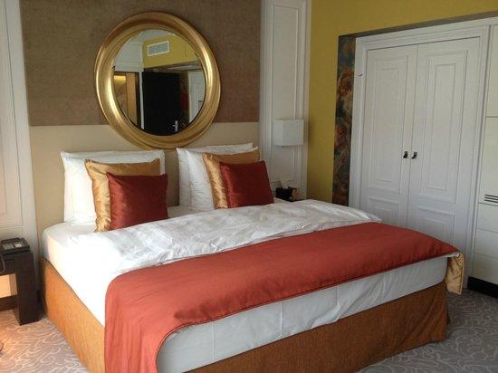 Hotel Vier Jahreszeiten Kempinski Munchen: Ein neu renoviertes Zimmer