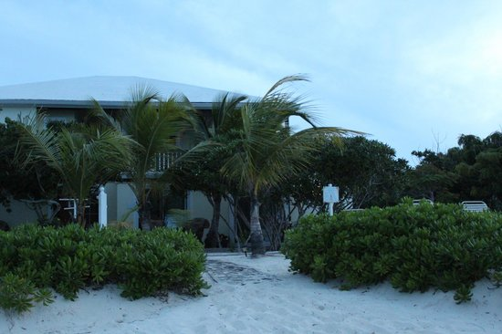 Atlantic Ocean Beach Villas: AOBV evening view