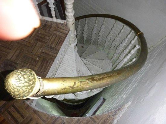 F&F Hostel: Esta es la mini escalera por la cual descendiamos 3 pisos.