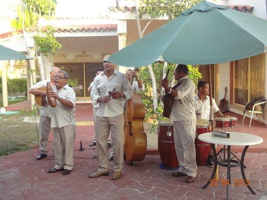 Hotel Pelicano: banda no bar