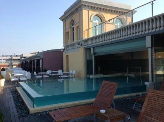 NH Livorno Grand Hotel Palazzo: Rooftop pool