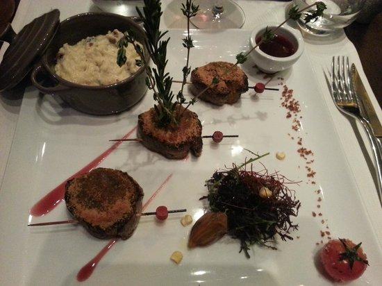 Restaurant La Cafetière Fêlée : Yakitoris de magret au foie gras, gratinés au pain d'épices et sauce passion-framboise
