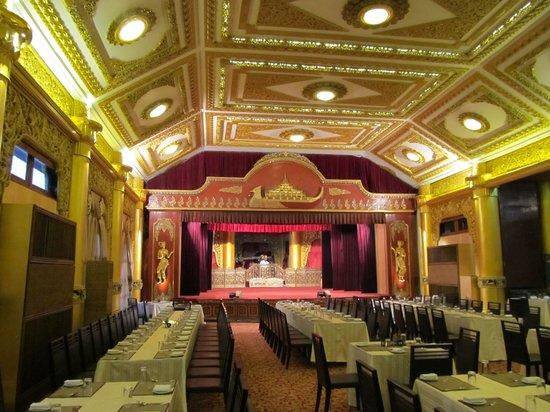 Karaweik Palace : Show room