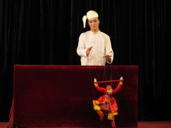 Karaweik Palace : Puppeteer