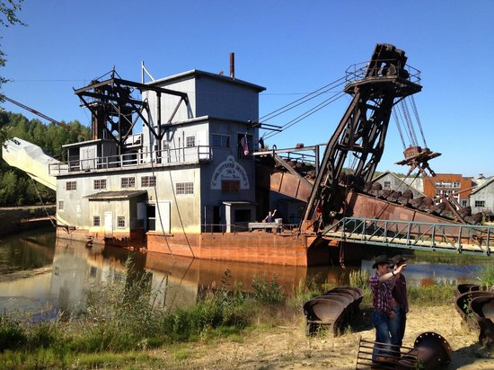 Historic Gold Dredges : Gold dredge no onboard entertainment picture of