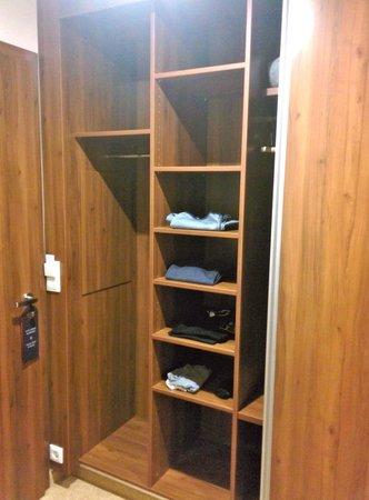 TheGrand Ahrenshoop: Kleiderschrank