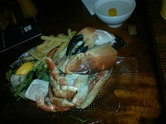 Royal Castle Hotel: cracked crab dinner - HUGE portion!