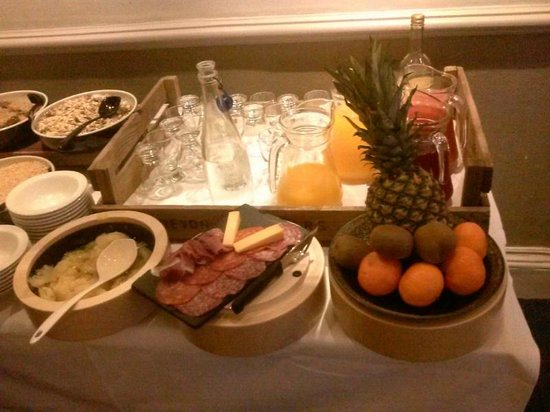Royal Castle Hotel: breakfast buffet