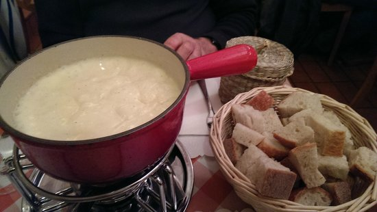 Raclette Stube: The 1/2 & 1/2 Cheese Fondue spread