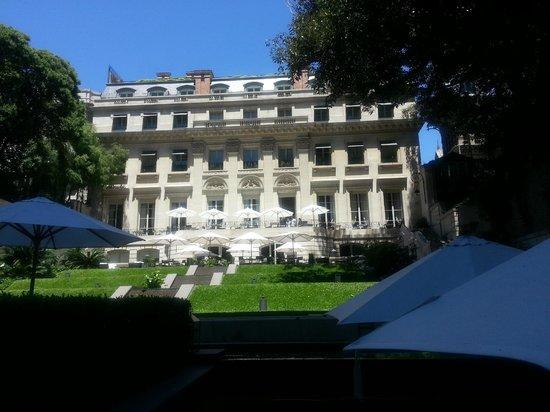 Palacio Duhau - Park Hyatt Buenos Aires: vista del jardin , terraza y hotel