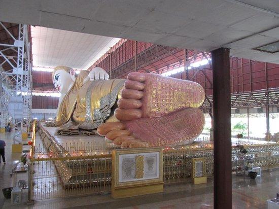 Chaukhtatgyi Paya: over 70 yds long reclining statue