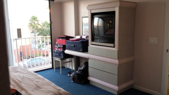 Westgate Towers Resort: Tube TV in bedroom
