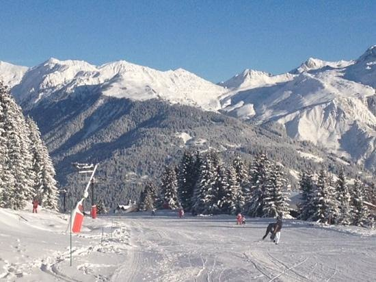 Courcheneige: morning ski off point