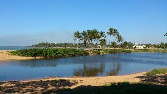 Jacaraipe, ES: Lagoa e praia de Carapebus