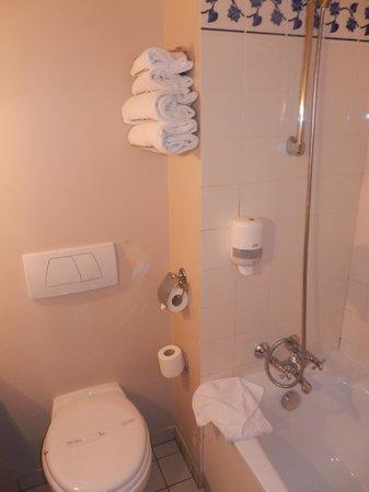 Kyriad A Disneyland Paris: Bathroom