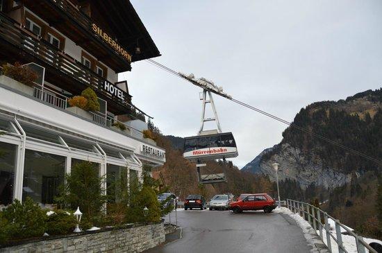 Hotel Silberhorn restaurant: すぐ横がロープウェー