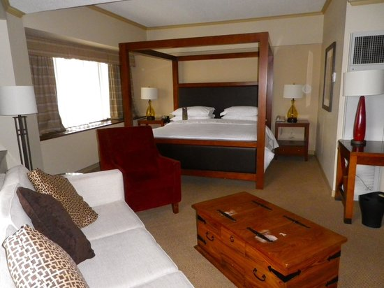 Sheraton Anchorage Hotel: Lovely suite!
